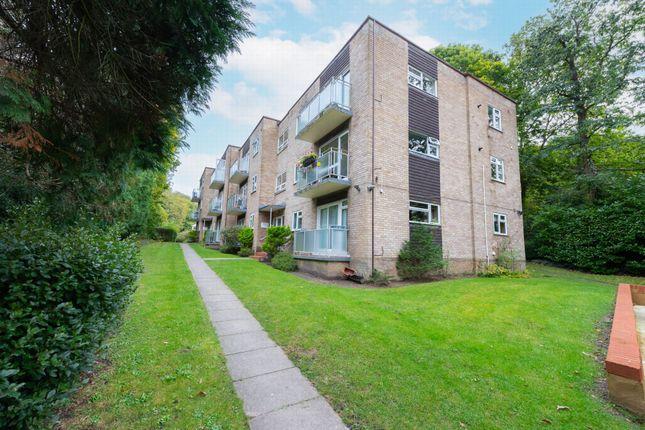 3 bed flat for sale in Highgate Lane, Farnborough GU14