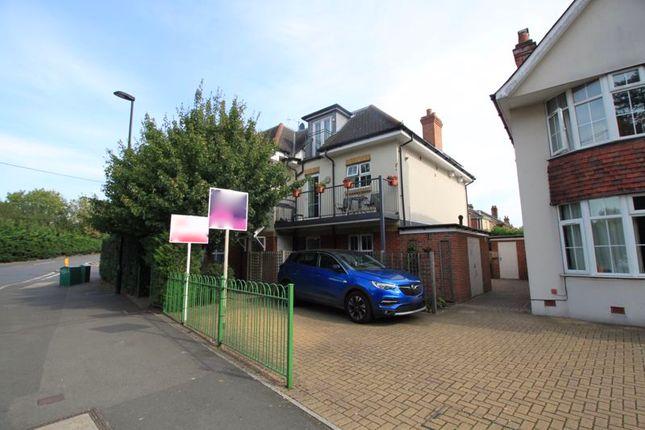 Parking of Weston Lane, Southampton SO19
