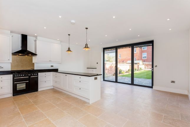 Thumbnail Town house to rent in Warwick Road, Kenilworth