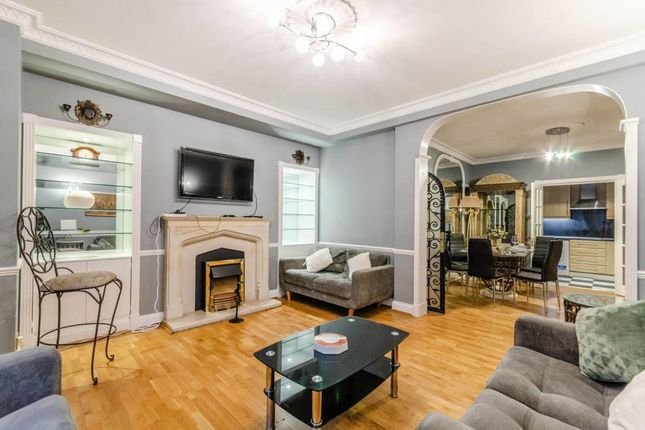 4 bed property to rent in Princes Court, Brompton Road SW3