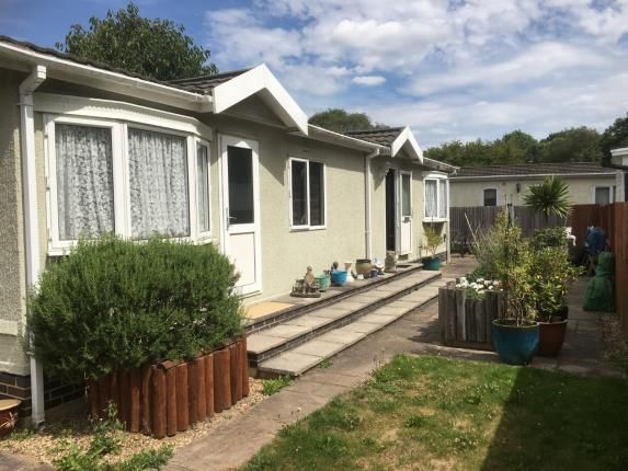 Thumbnail Mobile/park home for sale in Meadowside Park, Meadowside Park, Lingfield, Surrey