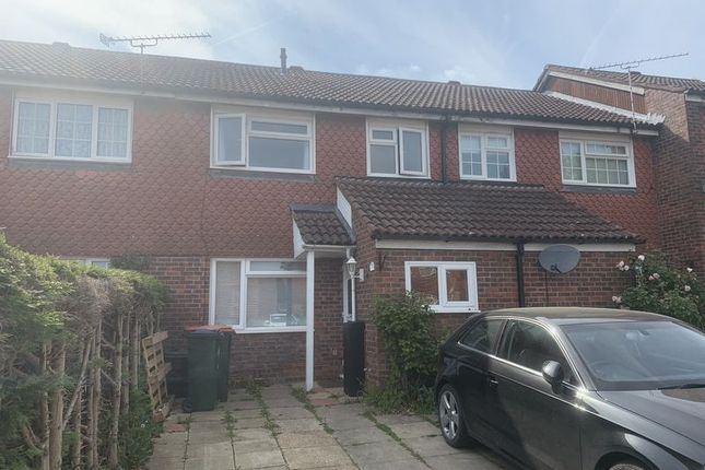 Thumbnail Property to rent in Sandpiper Close, Ifield, Crawley