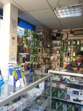 Retail premises to let in Ilford Lane, London