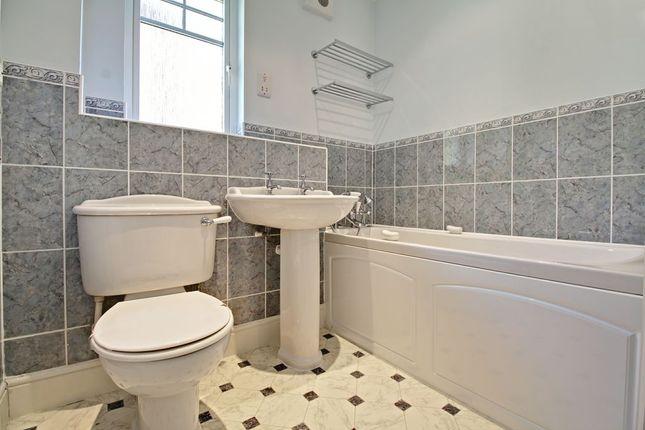 Family Bathroom of Further Vell-Mead, Church Crookham, Fleet GU52
