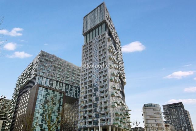 Thumbnail Flat to rent in Lincoln Plaza Isle Of Dogs, London