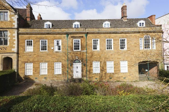 Town house for sale in South Bar Street, Banbury