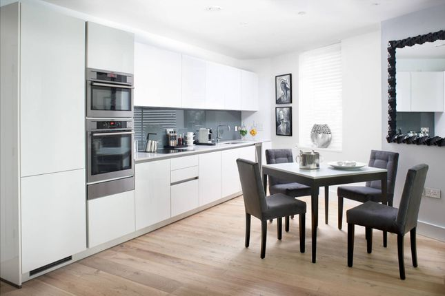 Thumbnail Flat for sale in Lombard Wharf, Battersea