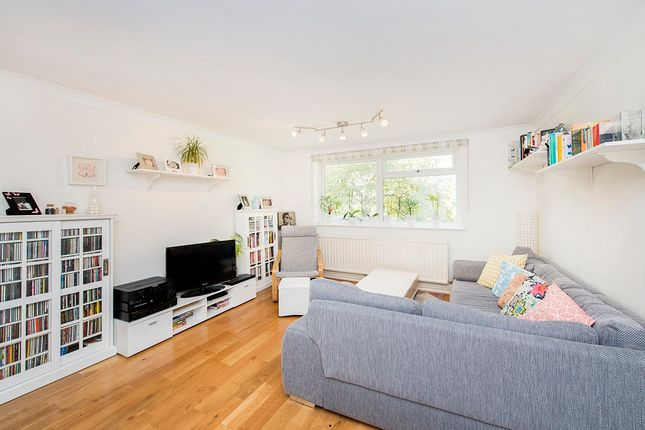 Thumbnail Flat for sale in Cornwall Avenue, Alexandra Park Borders, London