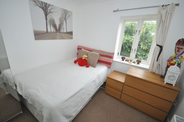 Thumbnail Shared accommodation to rent in Gatcombe Road, London