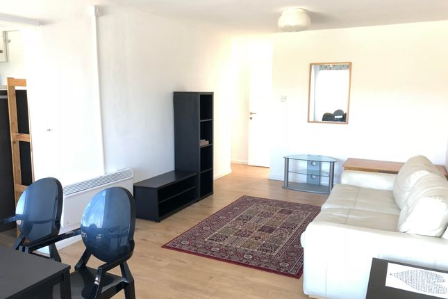 Thumbnail Flat to rent in Lowther Road, Dunstable
