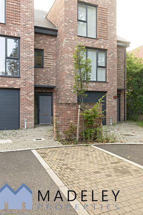Thumbnail Property to rent in Reynard Way, Brentford