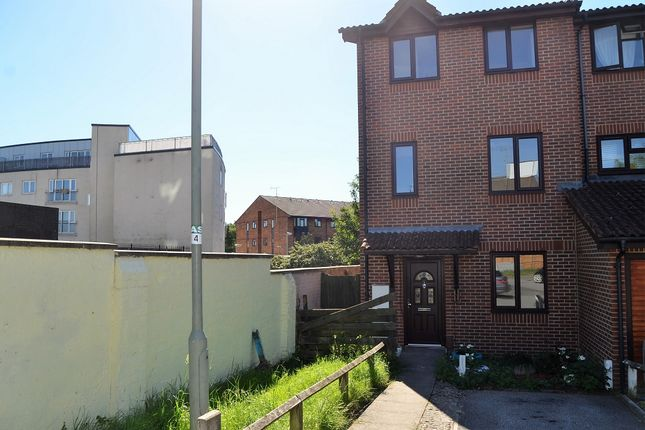 Thumbnail Property to rent in Ravensleigh Gardens, Bromley