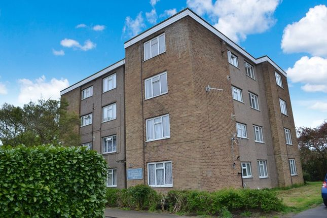 Thumbnail Flat for sale in Primrose Field, Harlow