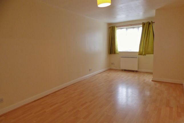 Flat to rent in Leigh Hunt Drive, Southgate, London