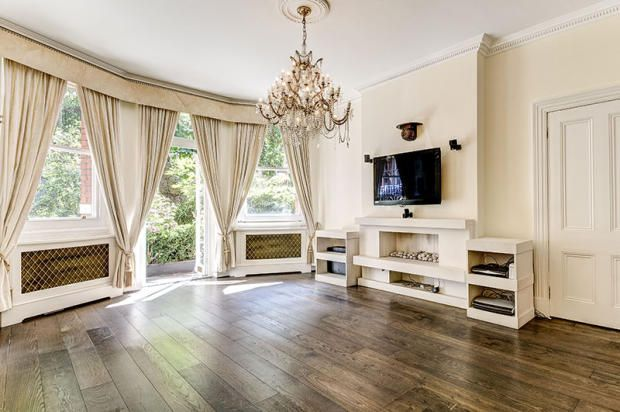 Thumbnail Flat for sale in Kensington Court Mansions, London