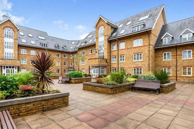 2 bed flat for sale in Station Road, Ware SG12