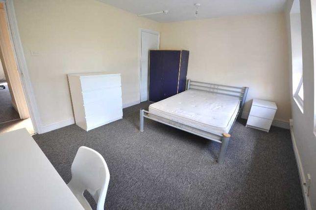 Thumbnail Triplex to rent in St John Street, Angel