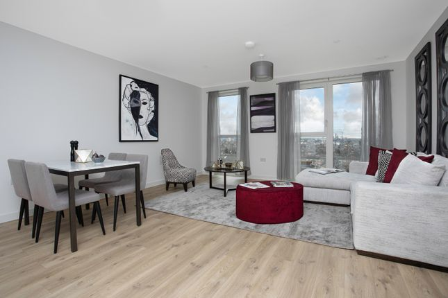 Flat for sale in Shipbuilding Way, London