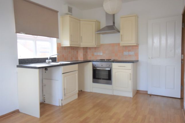 Thumbnail Flat to rent in Military Road, Colchester