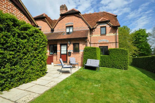 Thumbnail Semi-detached house to rent in Henley Road, Marlow