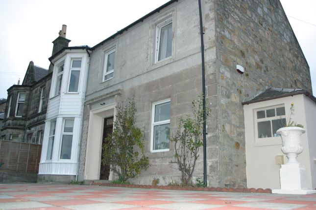 Thumbnail Flat to rent in Rose Street, Dunfermline