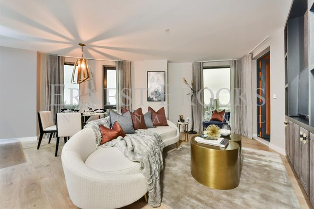 Thumbnail Flat to rent in Roosevelt Tower, 18 Williamsburg Plaza, Canary Wharf