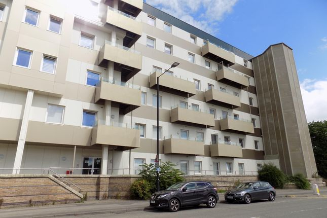 Thumbnail Flat to rent in Nova House, Buckingham Gardens, Slough