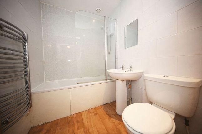 Bathroom of Cleghorn Street, Dundee DD2