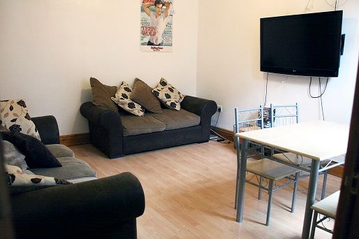 Thumbnail Terraced house to rent in Manor Drive, Leeds City Centre