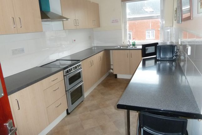 Thumbnail Flat to rent in High Street, Smethwick