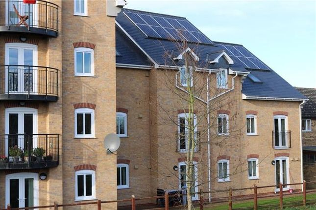 Thumbnail Flat to rent in Penthouse Apartment, Riverside Court, Biggleswade