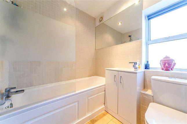 Bathroom of Taylor Close, St. Albans, Hertfordshire AL4