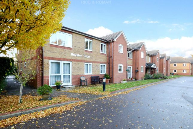 Flat for sale in Manor Road North, Hinchley Wood, Esher