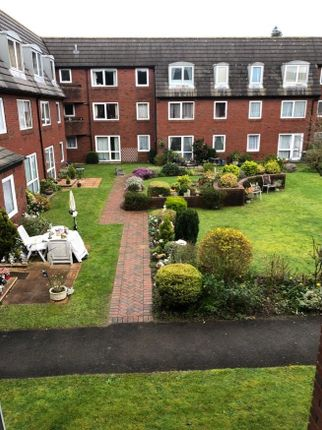 Thumbnail Property to rent in Manor Close, Ferndown