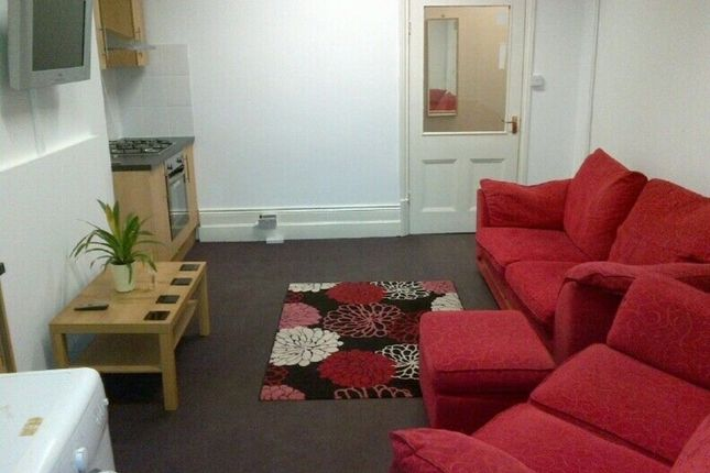 Thumbnail Flat to rent in University Road, Leicester