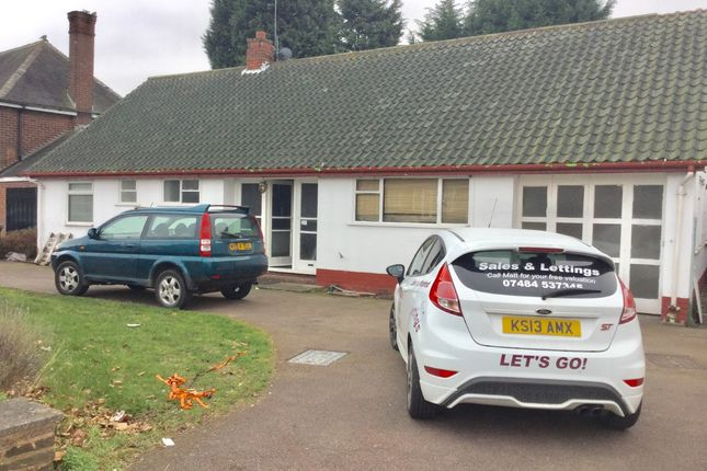 Thumbnail Bungalow to rent in Lake Avenue, Walsall