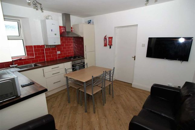 Thumbnail Flat to rent in Evelyn Place, Plymouth