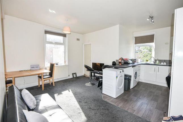 Flat to rent in Balfour Street, York