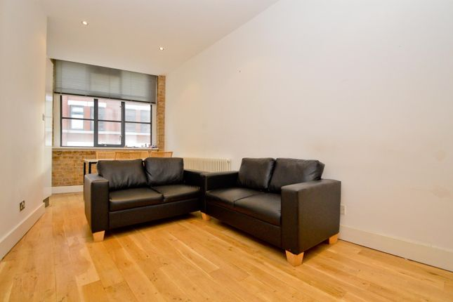 2 bed flat to rent in Thrawl Street, London E1