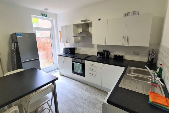 Thumbnail Room to rent in Room 2, 66 Low Road, Doncaster