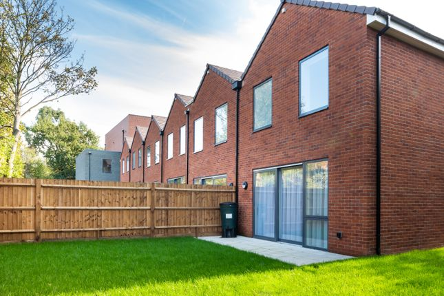 3 bedroom town house for sale in Reservoir Way, London