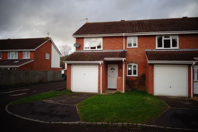 3 bed end terrace house to rent in Hawthorn Rise, Hook RG27