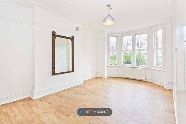 3 bed flat to rent in Anson Road, London