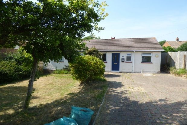 Thumbnail Bungalow to rent in Woodvale Road, Gurnard, Cowes