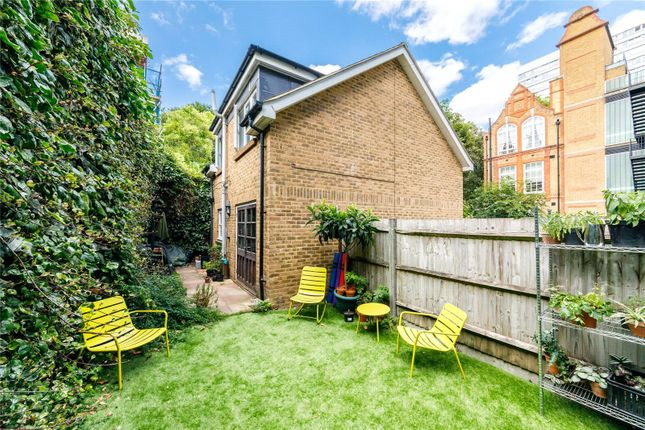 2 bed mews house to rent in Chequer Court, Clerkenwell, London EC1Y