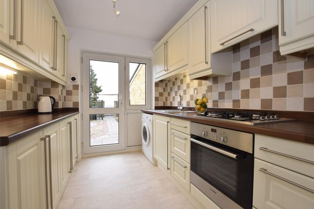 3 bed property to rent in Glenfall, Yate, Bristol