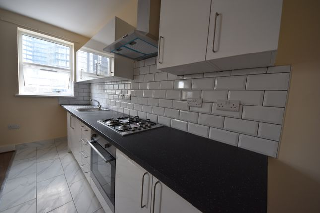 Thumbnail Flat to rent in York Road, Ilford Essex