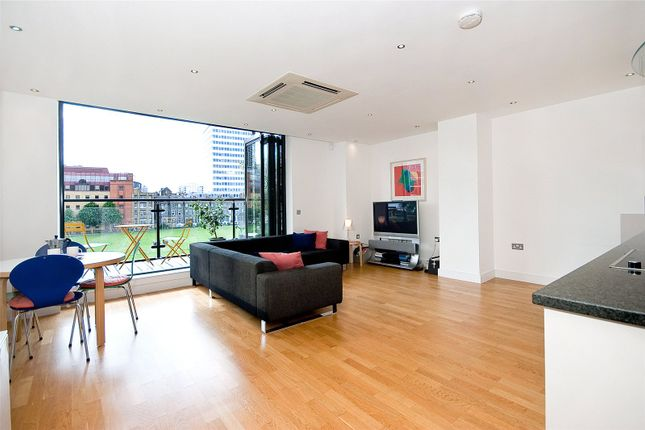 2 bed flat to rent in City Road, Moorgate EC1Y