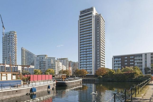 2 bed flat to rent in Horizons Tower Yabsley Street, London