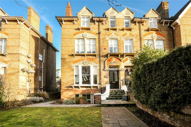2 bed flat for sale in Osborne Road, Windsor, Berkshire